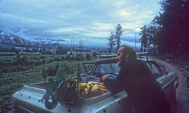 Bill Mollison Kuzey Tazmanya'da bir bitki ve tohum koleksiyonu sergisinde. Foto: David Holmgren